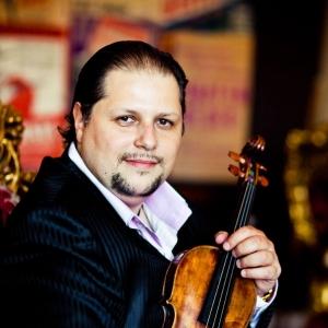 Tommy pianist, altist , violist mirando orkest